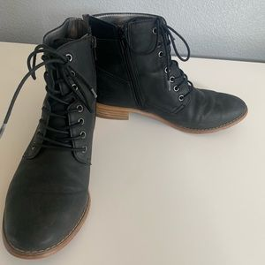 Tucker and state Black Boot